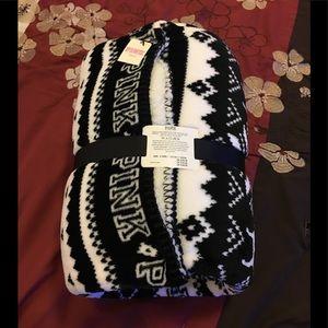 NWT VS PINK Black & White Sherpa Blanket